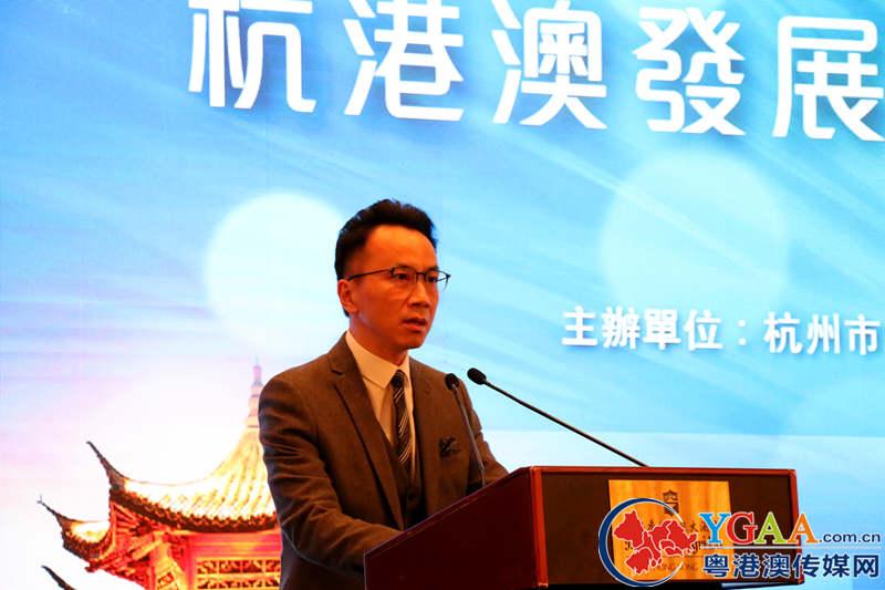香港民政事务局副秘书长李百全先生致辞并介绍香港青年创业政策.jpg